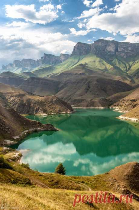 1, 2, 10, 16, 24, 30 апреля едем на ПЛАТО ИНАЛ. Мы посетим с вами Былымские голубые озера, насладимся красивейшими видами на Тызильское ущелье, скалы Алмалыкая, гору Тещины зубы и многое другое. Стоимость 1500