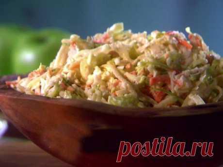 Капустный салат с яблоком и изюмом рецепт | Гранд кулинар