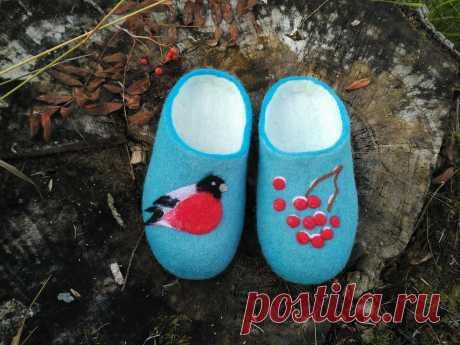 Slippers women with bullfinch, Woolen clogs, Home slippers,Felt shoes,Woman slippers ,Home shoes,Good gift, Slippers from wool. Handmade