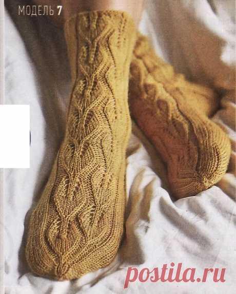 Носки спицами с узором листиками. #knitting #вязание_спицами #носки_спицами