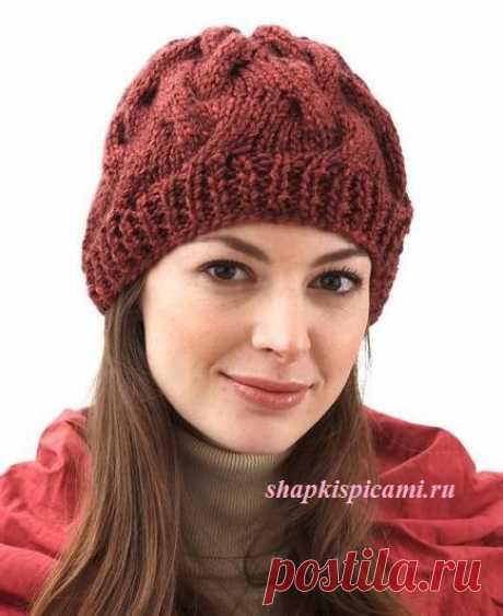 Женская вязаная шапочка с косами из толстой пряжи (спицы)