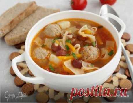 Наваристый суп с фрикадельками и овощами. Ингредиенты: мясной бульон, мясной фарш, лук-порей у нас похолодало, потянуло на горячие наваристые супы.