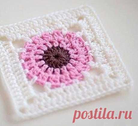We knit square motive