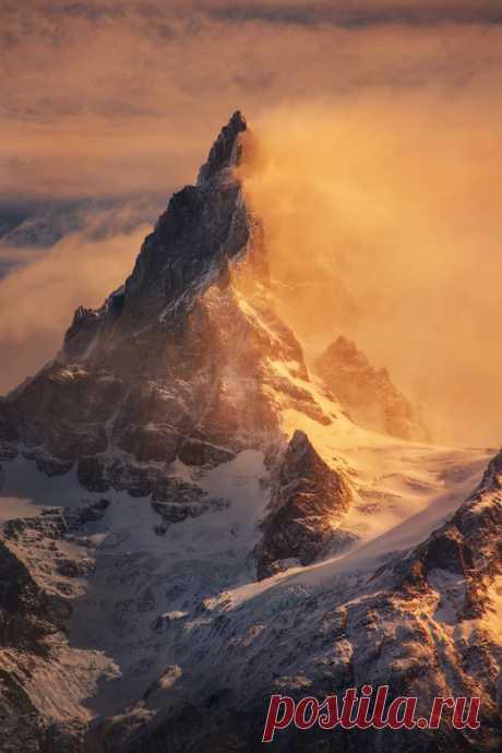 "banshy: ""Cerro Paine Grande by Piriya Pete """