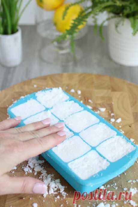 Чтобы в холодильнике приятно пахло лимоном и лавандой, делаю кубики из соды