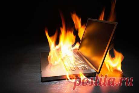 Как часто бывает такой случай, когда ноутбук нагревается до такой степени, что просто отключается. Это может происходить по разным причинам, хотя если копнуть глубже, то в большинстве случаев, причина все-таки одна – пыль. Но обо всем лучше по порядку, поэтому для начала стоит рассмотреть ситуацию почему вообще греется агрегат.