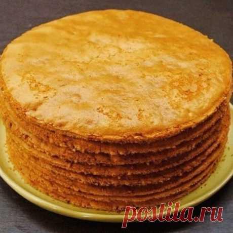 Как быстро приготовить коржи для торта?  Коржи для торта в количестве девять - десять штук можно приготовить всего за пол часа. Затем взбить или сварить крем, промазать коржи и получится вкуснейший торт. Рецепт приготовления коржей предлагаем ниже... Итак, нам нужны такие продукты: двести грамм сметаны и одна чайная ложечка соды пищевой, плюс двести грамм сахарного песка и три стакана муки.  Как готовить тесто для коржей: сметана перекладывается в емкость стеклянную, добав...