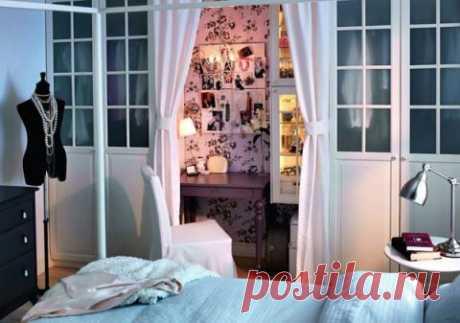 Уголок в спальне для себя любимой :)
