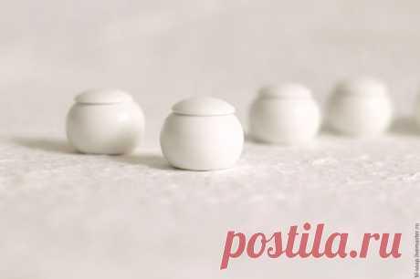 Купить Бальзам для губ с воском лаванды - белый, телесный, рука, натуральная косметика, органическая косметика