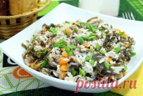 Салат с рисом и рыбными консервами Вкусный и полезный салат с рисом и рыбными консервами который очень легко приготовить. Придется по вкусу всем любителям морепродуктов.