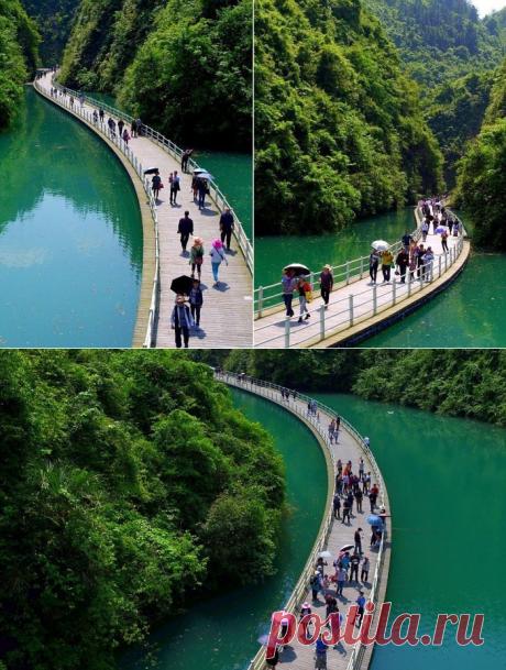 Необычная прогулочная аллея в Китае, построенная по течению реки | Все о туризме и отдыхе