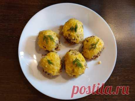 Оригинальное и вкусное блюдо из фарша - стожки. Сегодня приготовим оригинальное и вкусное блюдо - стожки. Готовится они из фарша, картофеля и сыра. Максимально простое блюдо, но вкусное.