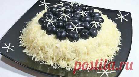 Хит новогоднего стола: салат «Черный жемчуг на снегу»