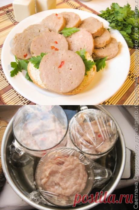 Домашняя вареная колбаса в кружке – фарш свино-говяжий – 300 г – луковица – 1 шт. – молоко – 150 г  – чеснок – 2-3 зубчика  – яйцо – 1 шт.  – крахмал – 2 ст. л.  – перец красный болгарский – 30 г – соль – 1,5 ч.л.  – сахар – 0,5 ч.л. – черный перец по вкусу
