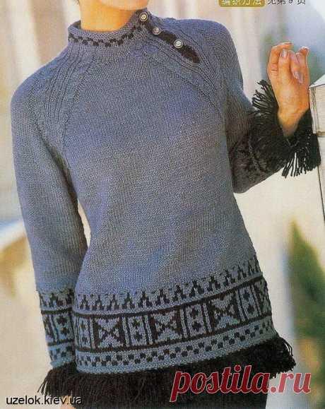 Серый пуловер с черным узором