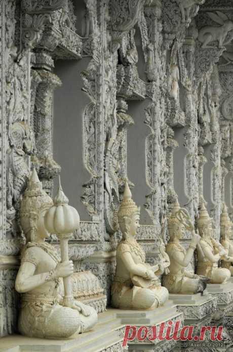 Wat Ming Muang, Nan / Thailand (by Axel Drainville).