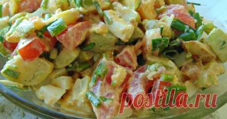 Оригинальный салат с жареными кабачками под кодовым названием «Угоди свекрови» — вкуснота невероятная Жареные кабачки в салате? Вы тоже удивлены, да? Но это очень вкусно! Салат легкий, сытный, подходит как в качестве гарнира, так и закуски. Кабачки прекрасно сочетаются с ароматной зеленью, помидорами, …