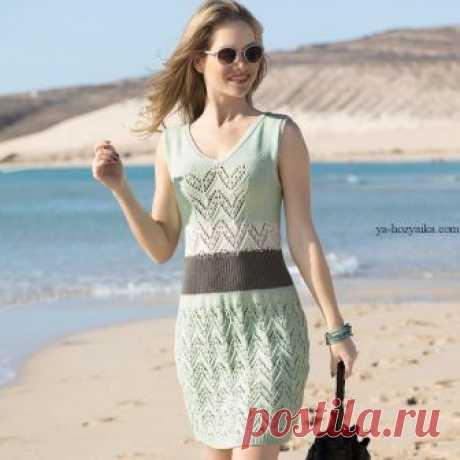 Приталенное платье спицами с ажурным узором. Схема вязания на спицах платья ажурным узором