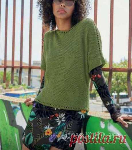 Пуловер с ажурной полосой и рисунком сердечко схема спицами