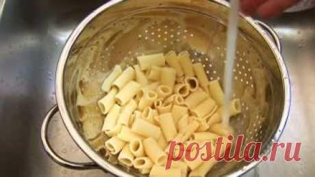 Все, кто любят макароны, должны знать этот трюк! Так как ЭТО неизвестно почти никому… Даже такое простое блюдо, как макароны, можно умудриться приготовить отвратительно. После того как я попробовал правильно приготовленную