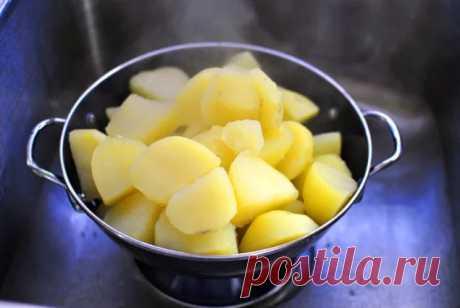 Век живи, век учись: 7 главных ошибок, которые мы допускаем при приготовлении картофельного пюре - onedio.ru