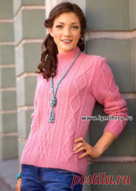 Вязание спицами. Теплый розовый пуловер с косами и ромбами.