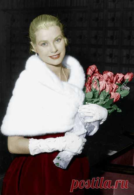 Grace Kelly au festival de Cannes le 6 mai 1955 -- Grace Kelly at Cannes film festival on may 6, 1955