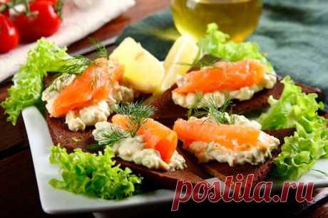 Вкусные бутерброды с авокадо и лососем – пошаговый рецепт с фото.