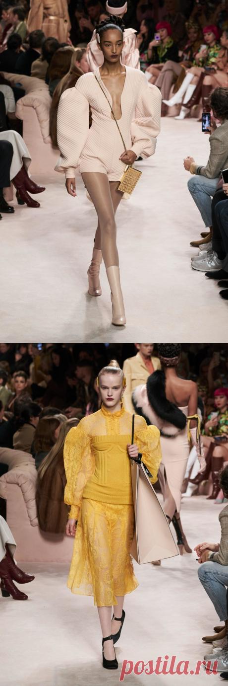 Пайетки, широкие плечи и пальто из «Служебного романа»: чем запомнилась Неделя моды в Милане - Мода - Леди Mail.ru