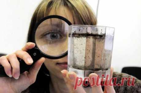 Анализ воды для проверки качества  Анализ воды позволяет определить, насколько чистая вода находится в вашем водопроводе, скважине или колодце.  Многим дачникам и людям, приходиться пить воду из крана или других источников. При этом все хотят быть здоровыми.  Действительно, вода, добытая из недр земли намного полезнее, при условии, что она хорошая.  Чтобы сохранить здоровье и не подвергать себя опасности, следует сделать анализ воды. И только потом, принимать воду в пищу. ...