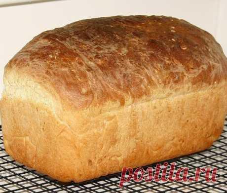 Хлеб «Домашний»  Предлагаю вашему вниманию самый простой рецепт хлеба. Готовится он очень легко, а получается такой вкусный! А какой аромат стоит во время выпечки! Как я уже сказала, этот рецепт очень простой.  Из указанного количества ингредиентов получается 1 булка хлеба, весом около 600 г. Ингредиенты 300 мл молока 7 г сухих дрожжей (или 30 сырых) 2 ч.л. сахара 3 ст.л. растительного масла (я использовала оливковое) 1 ч.л. соли 400–450 г муки  Приготовление Шаг 1 Молоко...