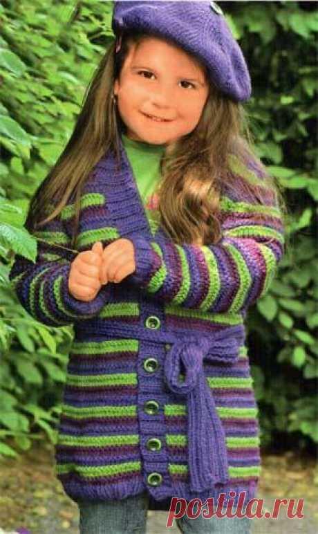 Вязание для детей. Вязаный кардиган в полоску на девочку. Модель для вязания 30.