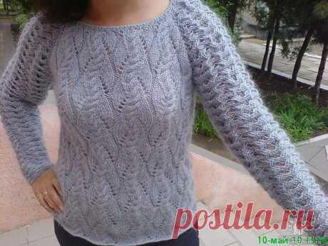 Мохеровый пуловер с ажурными рукавами.