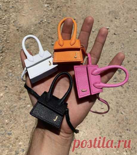Объёмный клатч VS микросумка Фото:Jacquemus / instagramКонечно, микросумочки Jacquemus покорили сердца всех модниц и блогеров. Но насколько прекрасно они выглядят на фото, столь же