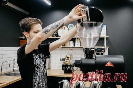 Руководство по приготовлению кофе в аэропрессе | | Кухня Кухня Руководство по приготовлению кофе в аэропрессе-Аэропресс — это метод, при котором вода проходит через кофе под давлением руки. Рассказываем об этом подробнее. Аэропресс— это метод, при котором вода