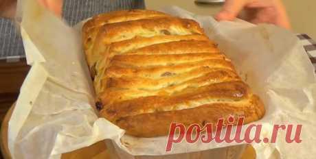 Восхитительный хлеб «Гармошка» с сухофруктами Представляем вашему вниманию рецепт очень вкусного хлеба, который покорит каждого. Готовится он из сдобного теста на сметане, рецептом которого мы тоже поделились с вами. В качестве дополнения выступ…