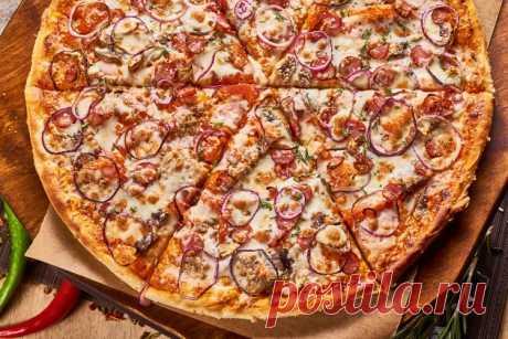 Как в пиццерии: идеальное тесто и соус для пиццы за 10 минут Что самое вкусное в пицце? Муж говорит, что начинка. Да так, чтобы ее было очень много. А я вот думаю, что пиццу можно запросто испортить невкусным тестом. И лишь в правильно подобранном дуэте «начинка-основа» рождается вкус, который нам так нравится.   Мы очень любим пиццу. И кушать, и готовить.
