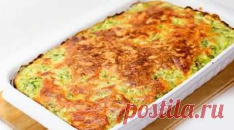 В приготовлении этого блюда нет ничего сложного, ингредиенты самые обычные, но результат просто обалденный: нежные и вкусные кабачки!