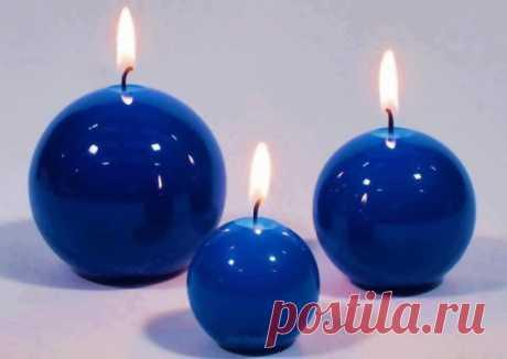 СИНЯЯ СВЕЧА Свет синей свечи уместен в комнате человека, выздоравливающего от тяжелой болезни.