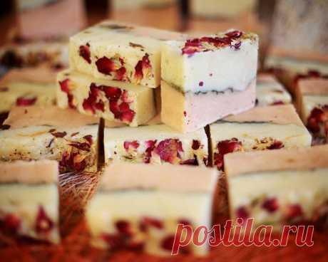 «НЕЖНАЯ РОЗА» натуральное кедровое мыло ручной работы с лепестками роз. Лидер продаж. – Хорошо на Руси!