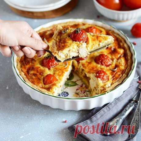 Киш с курицей и помидорами черри