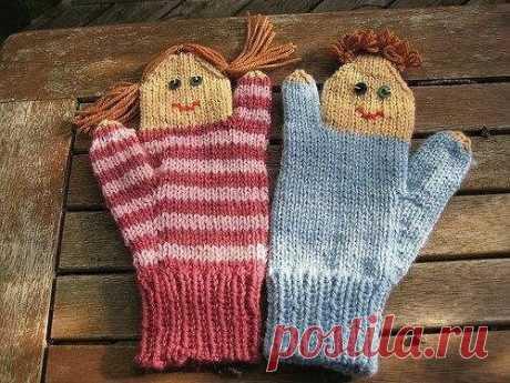 Интересные идеи вязаных варежек и носочков для детей. |