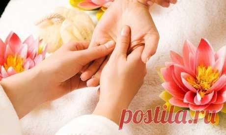 Простой массаж рук эффективен при депрессии Неожиданно сильный эффект при депрессии оказывает простой массаж рук. Дело в том, что согласно тибетской медицине зоны пальцев рук и точки ладоней — своеобразные окна здоровья. Каждый палец отвечает за свой орган.