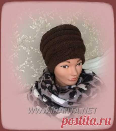 Двойная шапочка-кубанка спицами с вязаной подкладкой Двойная шапочка-кубанка высокой формы спицами с простым узором из лицевых и изнаночных петель с вязаной шапочкой-подкладкой. Описание, фото, схемы вязания