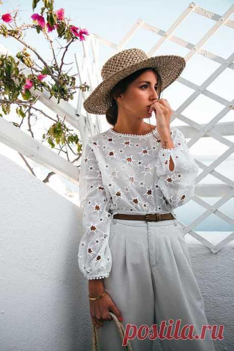 30 белых блузок из шитья Очень мне нравится возвращение моды на такой рукотворный материал, как шитьё — пусть даже и машинное. Белая блузка из шитья — то, что надо в офисе и школе в мае и июне:
