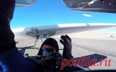 Пилот, участвовавший в  авиагонке, чуть не погиб из-за сломавшегося двигателя
