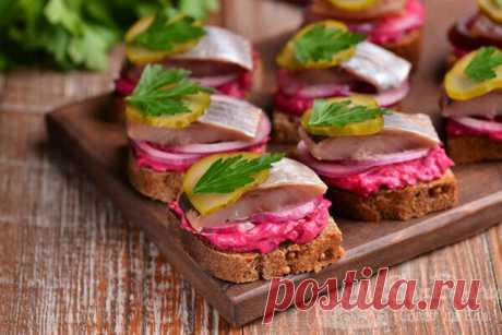Закусочные бутерброды с килькой и селедкой (рецепт с фото) | Совет да Еда | Яндекс Дзен