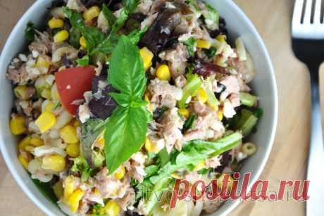 Низкокалорийный салат с пастой и тунцом