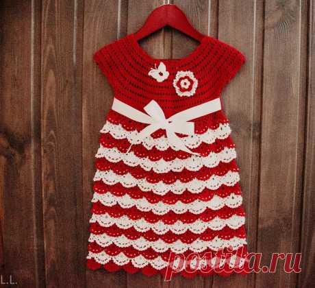 Детское платье из хлопка, связанное крючком.
