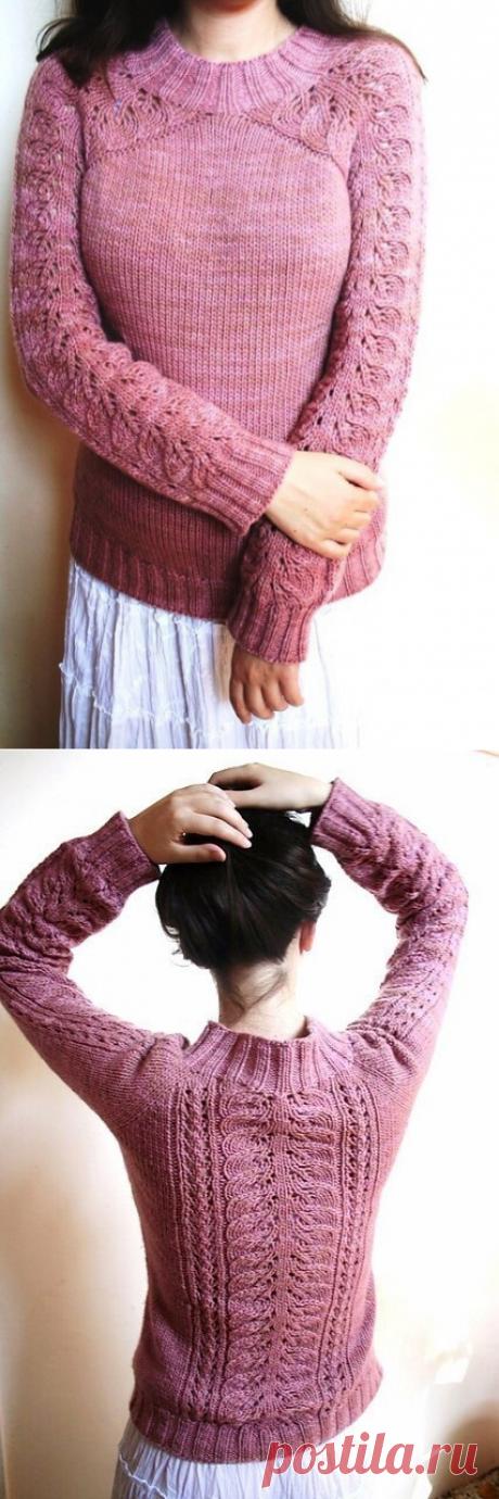 Розовый пуловер с ажурной спиной